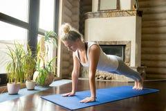 Yoga hemma: plankan poserar Royaltyfria Foton