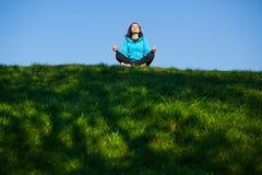 Yoga in het park Royalty-vrije Stock Afbeelding