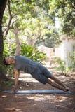 Yoga i natur Arkivfoton
