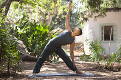 Yoga i natur Arkivbild