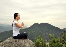 Yoga im Freien Stockbild
