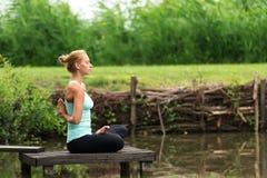 Yoga inverse de prière Photographie stock
