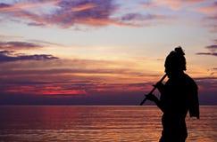 Yoga jouant le fluite Photographie stock libre de droits