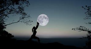 Yoga la nuit Photographie stock libre de droits