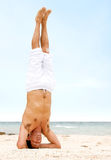 Yoga man - headstand Royalty Free Stock Photos