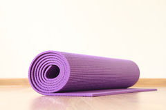 Yoga mat. On the wooden floor Royalty Free Stock Photography