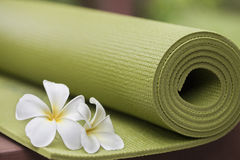 Yoga mat. A green yoga mat with beautiful flowers Royalty Free Stock Photography