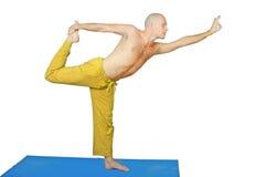 Yoga. Mens in de positie van natarjaasana stock afbeeldingen