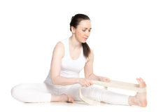 Yoga mit Stützen, Yoga Janu Sirsasana asana Stockbild