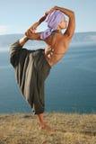 Yoga nära laken Arkivfoto
