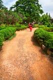 Yoga natarajasana Tänzerhaltung im Lalbagh Garten Stockbild