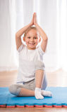 Yoga nel paese Fotografia Stock