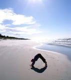 Yoga nella posizione - svanasana di mukha di adho fotografie stock libere da diritti