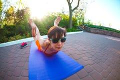 Yoga nella sosta Immagine Stock Libera da Diritti