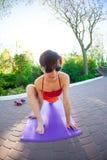 Yoga nelle vie della città Immagini Stock Libere da Diritti