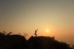 Yoga op de hoogste berg Royalty-vrije Stock Foto