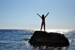 Yoga op het strand stock afbeeldingen
