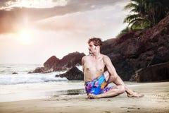 Yoga op het strand Stock Foto