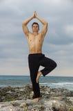 Yoga op strand Royalty-vrije Stock Afbeelding