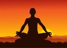 Yoga op zonsondergang Stock Foto