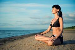Yoga in openlucht Stock Foto's