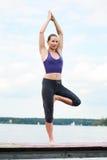 yoga in openlucht Royalty-vrije Stock Fotografie
