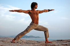 Yoga in openlucht. royalty-vrije stock fotografie