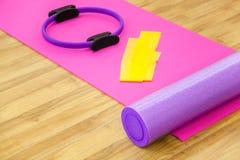 Yoga ou forme physique, accessoires aérobies Image stock
