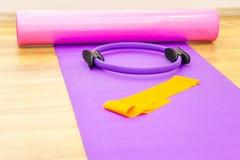 Yoga ou forme physique, accessoires aérobies Photos libres de droits