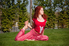 Yoga outdoor exercising Royalty Free Stock Photos