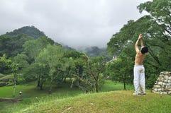 Yoga på Palenque Royaltyfria Bilder