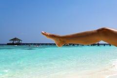 Yoga på stranden Royaltyfria Foton