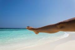 Yoga på stranden Fotografering för Bildbyråer