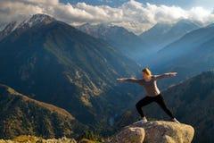 Yoga på toppmötet Royaltyfri Fotografi