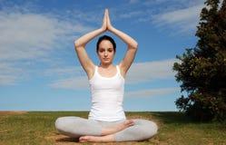 yoga pacifica di posa Fotografie Stock Libere da Diritti
