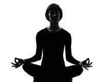 Yoga Padmasana di posa del loto della donna Immagini Stock