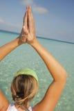 Yoga par l'eau Photos stock