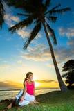 Yoga par l'océan Photo stock