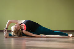 Yoga Parivritta Hanumanasana Haltung Lizenzfreie Stockbilder
