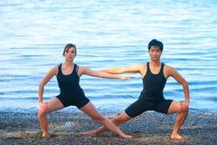 Yoga per le coppie immagine stock libera da diritti