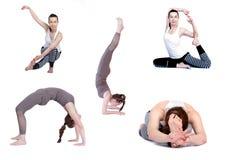 Yoga, pose differenti su un fondo bianco, isolato istruttore di yoga di pratica, d'istruzione ad una lezione fotografia stock libera da diritti