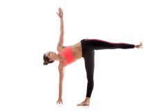 Yoga poserar Ardha Chandrasana Royaltyfri Foto