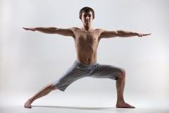 Yoga poserar krigare 2 Arkivfoto