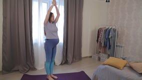 Yoga pour les femmes enceintes 01 banque de vidéos