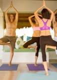 Yoga practicante foto de archivo libre de regalías