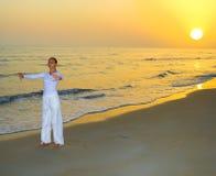 Yoga practicante de la muchacha Fotografía de archivo libre de regalías