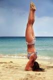 Yoga practicante de la mujer Imagenes de archivo
