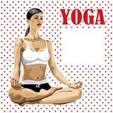 Yoga practicante de la mujer en actitud del loto. Parte posterior del lunar Foto de archivo libre de regalías