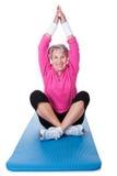 Yoga practicante de la mujer mayor Fotos de archivo libres de regalías