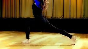 Yoga practicante en el aire Imagen de archivo libre de regalías